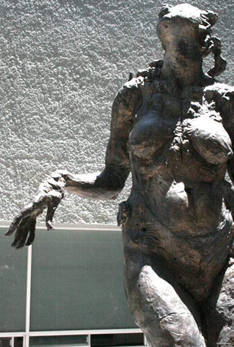 mujer de pie