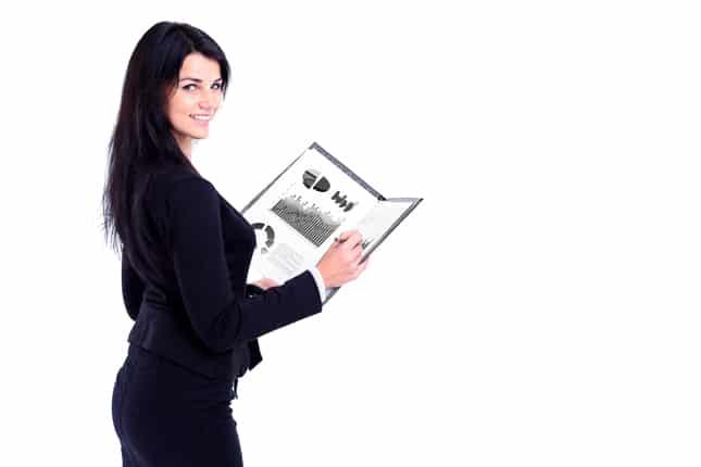 mujer de negocios con reporte